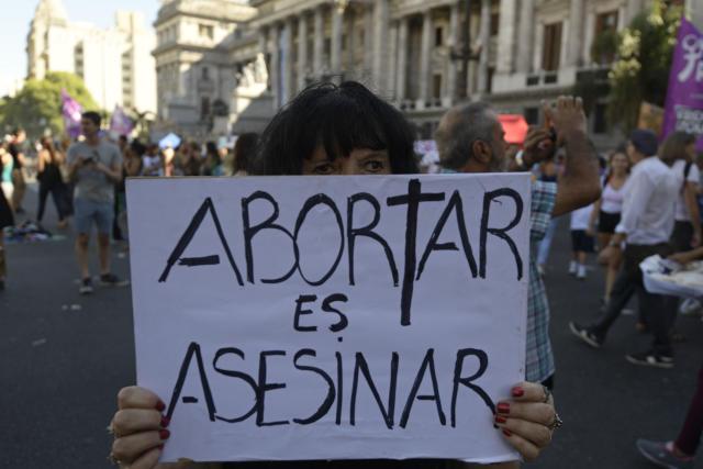Una mujer en Argentina en una manifestación contra el aborto. (JUAN MABROMATA/AFP/Getty Images)