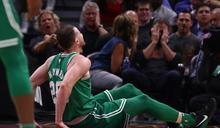 NBA》海沃德傷退詹姆斯準大三元 騎士開幕戰險勝綠衫軍