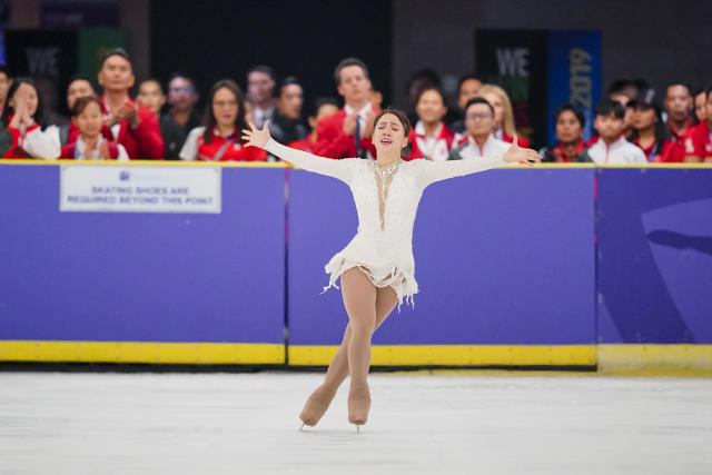 新加坡的克洛伊·英格(Chloe Ing)在花样滑冰比赛中的日常表演中获得了金牌。 (照片:国家海洋石油公司/孔宗耀)