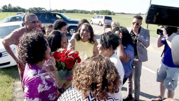 PHOTO: Alice Johnson reunites with her family members June 6, 2018. (ABC News)