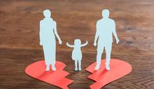 【Yahoo論壇/呂建和】鏡子留下幾個鮮紅大字 妻子從他和女兒生命中移民了!