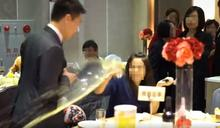 【影片】婦混喜宴「白吃白喝」!?被抓包…惱羞拍桌、灑飲料 大罵:X你媽