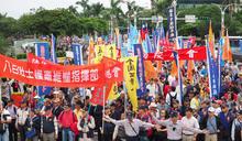 【圖輯】八百壯士政院前抗議爆衝突 嗆明天再赴總統府