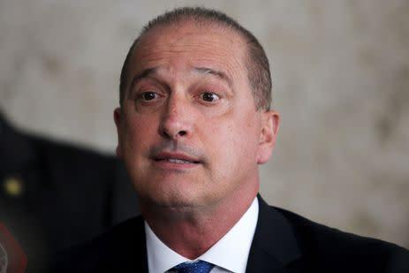 O ministro da Casa Civil, Onyx Lorenzoni, fala à imprensa, no Palácio do Planalto.