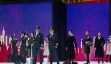 長榮航空第三代新制服亮相 拼接色塊打造俐落簡約風