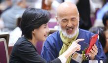 鄭麗君與藝術家李賢文交流互動 (圖)
