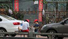 中國大媽有如折凳 維安變身最強凶器