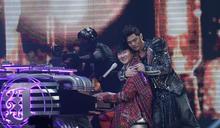 周杰倫背後偷抱林俊傑 甜蜜告白:你是最會唱的男歌手