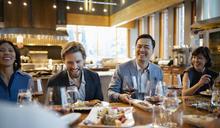 【Yahoo論壇/王淑華】化解職場矛盾  從同桌共餐開始