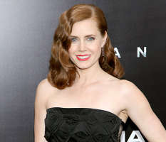 Amy Adams Gives Up First-Class Seat for Soldier on Her Flight