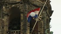 -Dutch mourn as first MH17 bodies arrive in Netherlands
