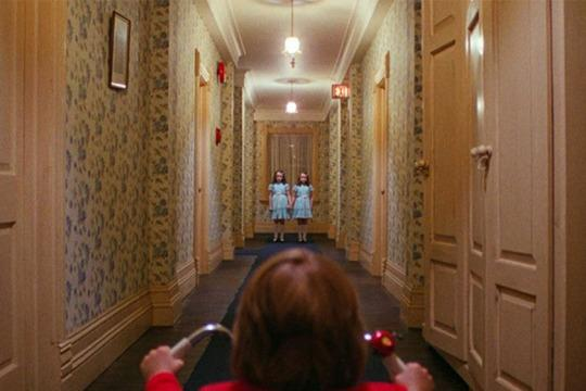 被喻為「史上最驚悚電影」《閃靈》繼集登場,單是預告已經看到恐懼如何延續…