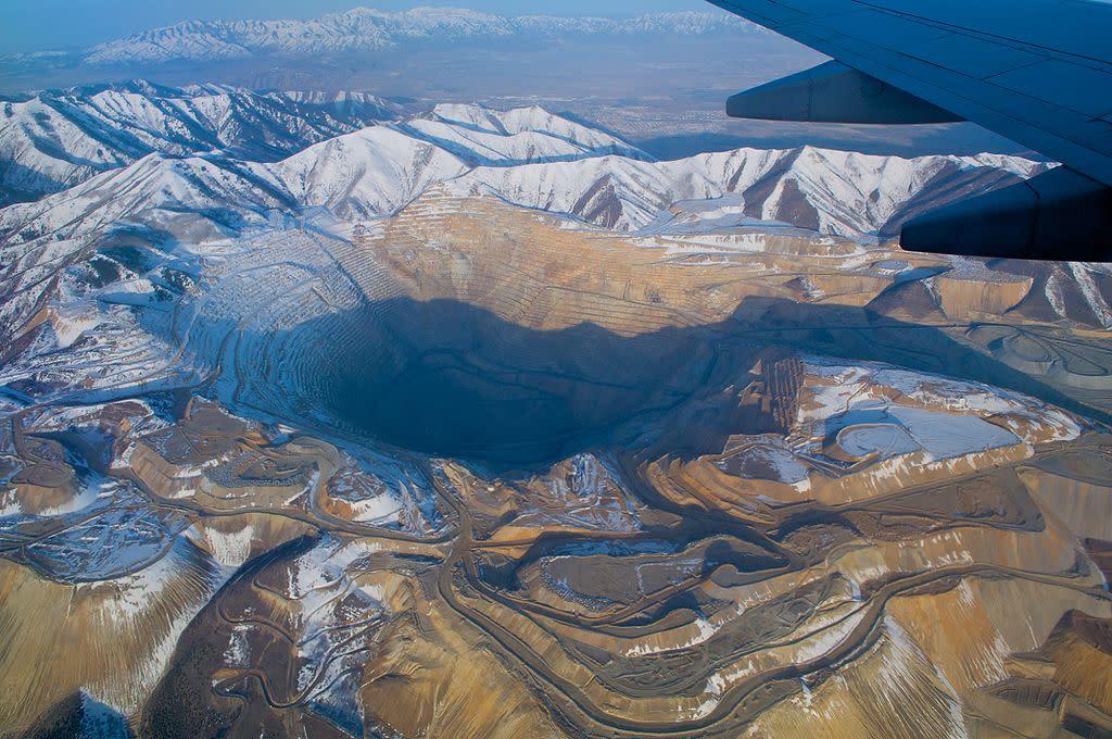 不是天坑,全世界最深的井!那些不可思議的礦坑